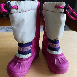 Sorel kids snow boots drawstring top